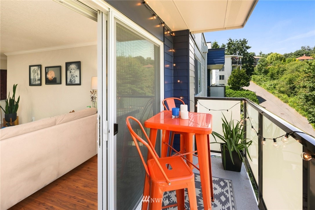 Sold Property | 3722 27th Place W #402 Seattle, WA 98199 18