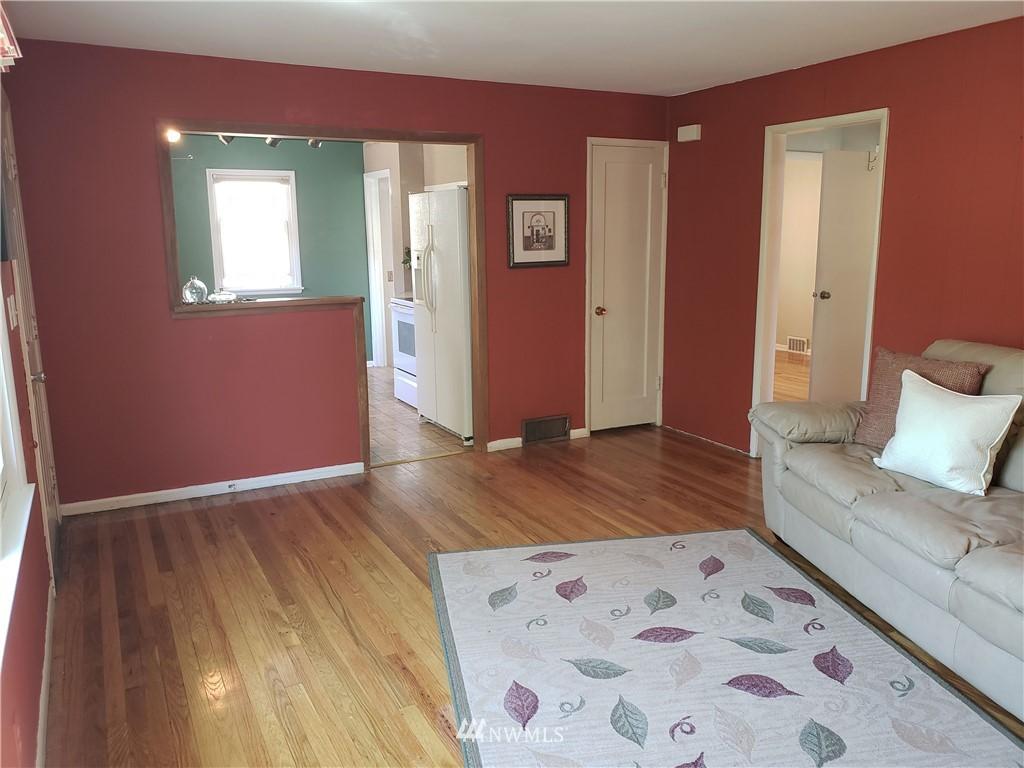 Sold Property | 4724 49th Avenue SW Seattle, WA 98116 4