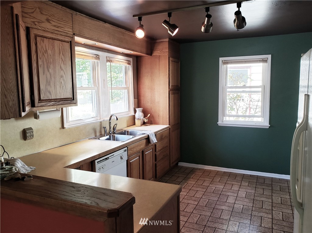 Sold Property | 4724 49th Avenue SW Seattle, WA 98116 6