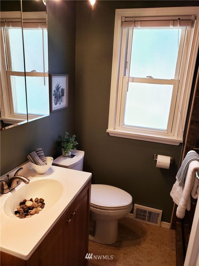 Sold Property | 4724 49th Avenue SW Seattle, WA 98116 13