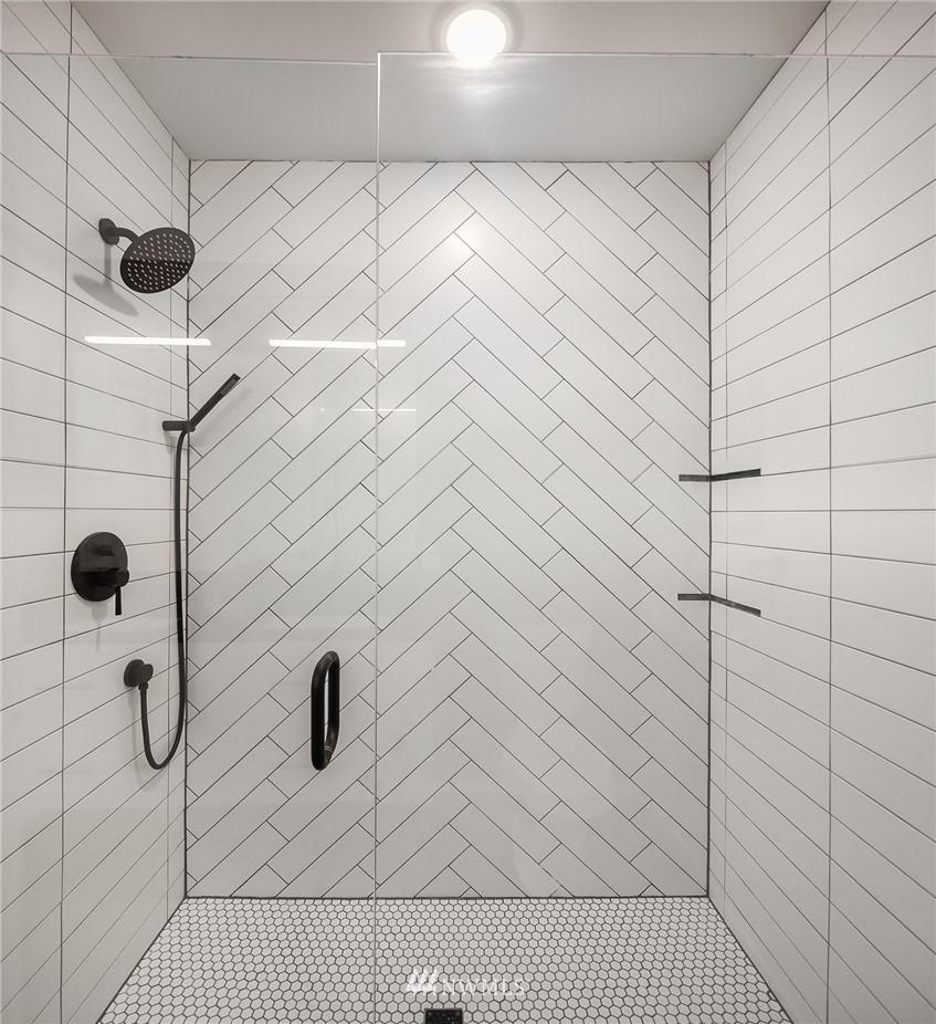 Sold Property | 2612 E Yesler Way Seattle, WA 98122 15