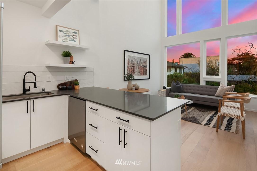 Sold Property | 2606 E Yesler Way Seattle, WA 98122 4