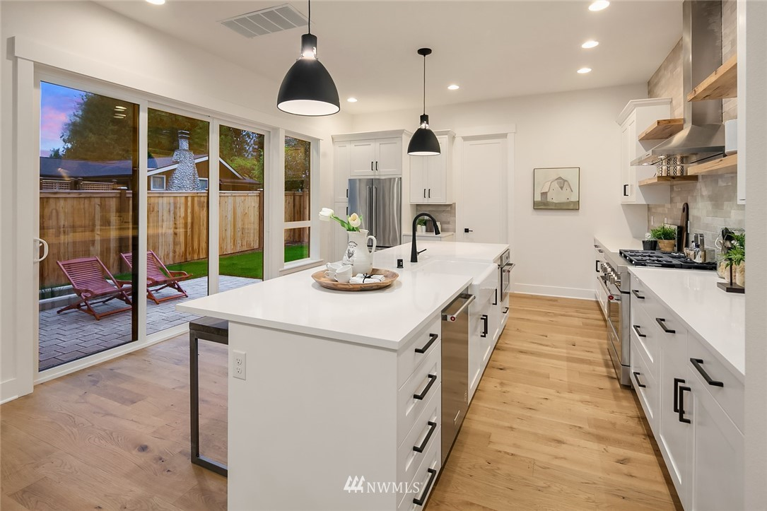 Sold Property | 12049 20th Avenue NE Seattle, WA 98125 11