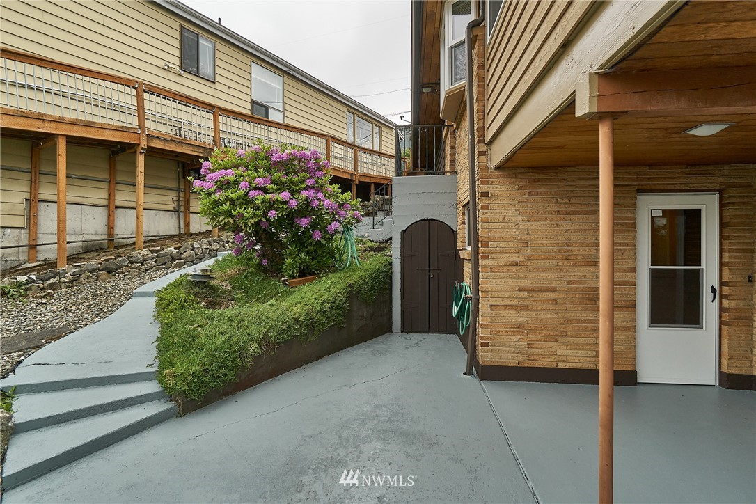 Sold Property | 9910 64th Avenue S Seattle, WA 98118 27