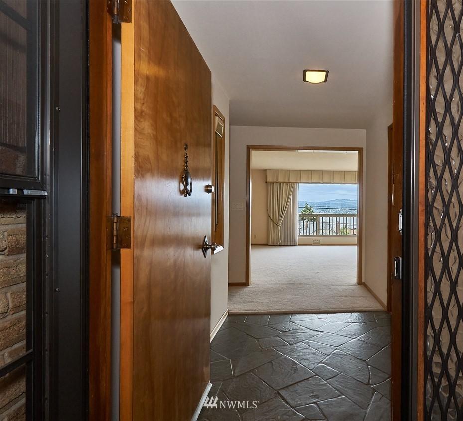 Sold Property | 9910 64th Avenue S Seattle, WA 98118 6