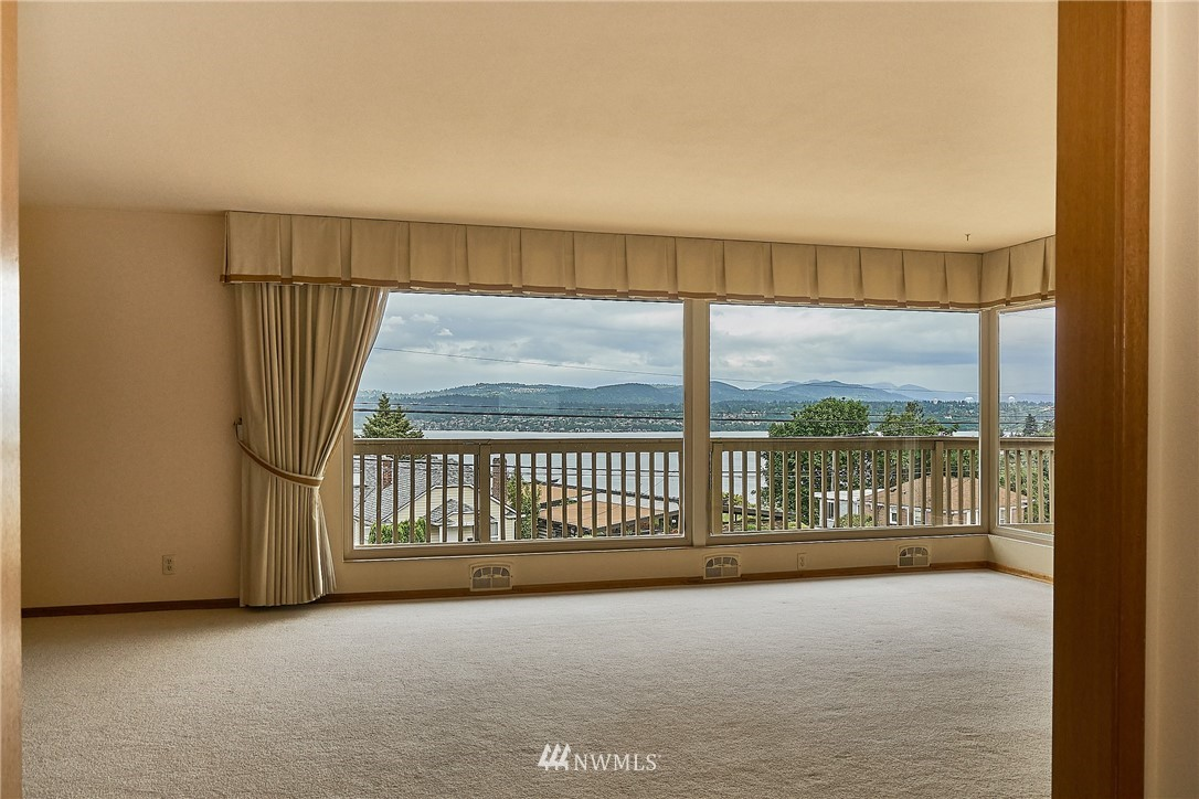 Sold Property | 9910 64th Avenue S Seattle, WA 98118 7