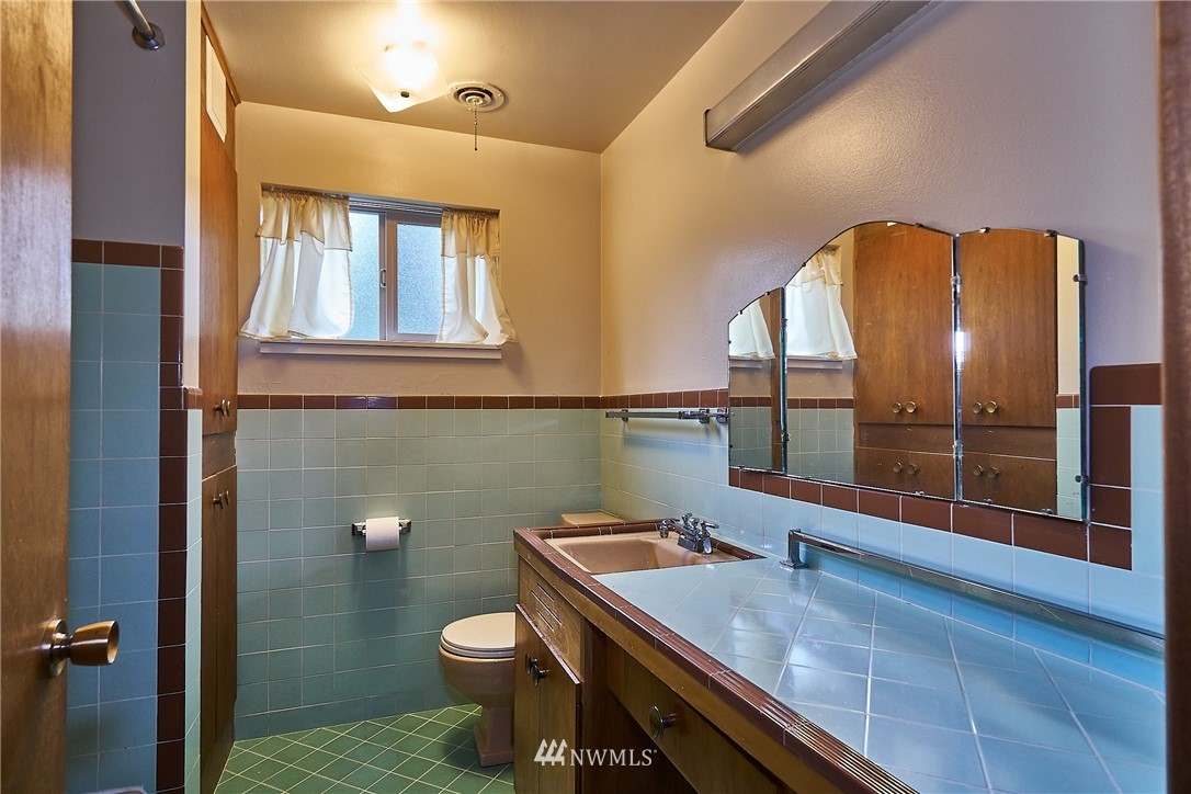 Sold Property | 9910 64th Avenue S Seattle, WA 98118 30
