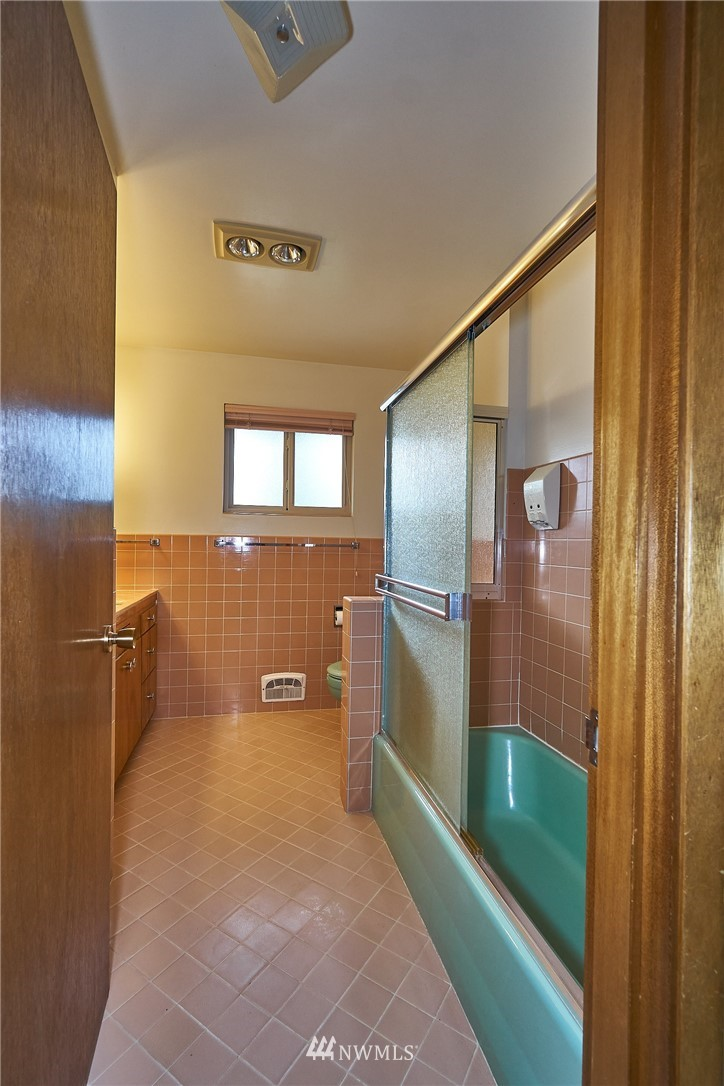 Sold Property | 9910 64th Avenue S Seattle, WA 98118 31