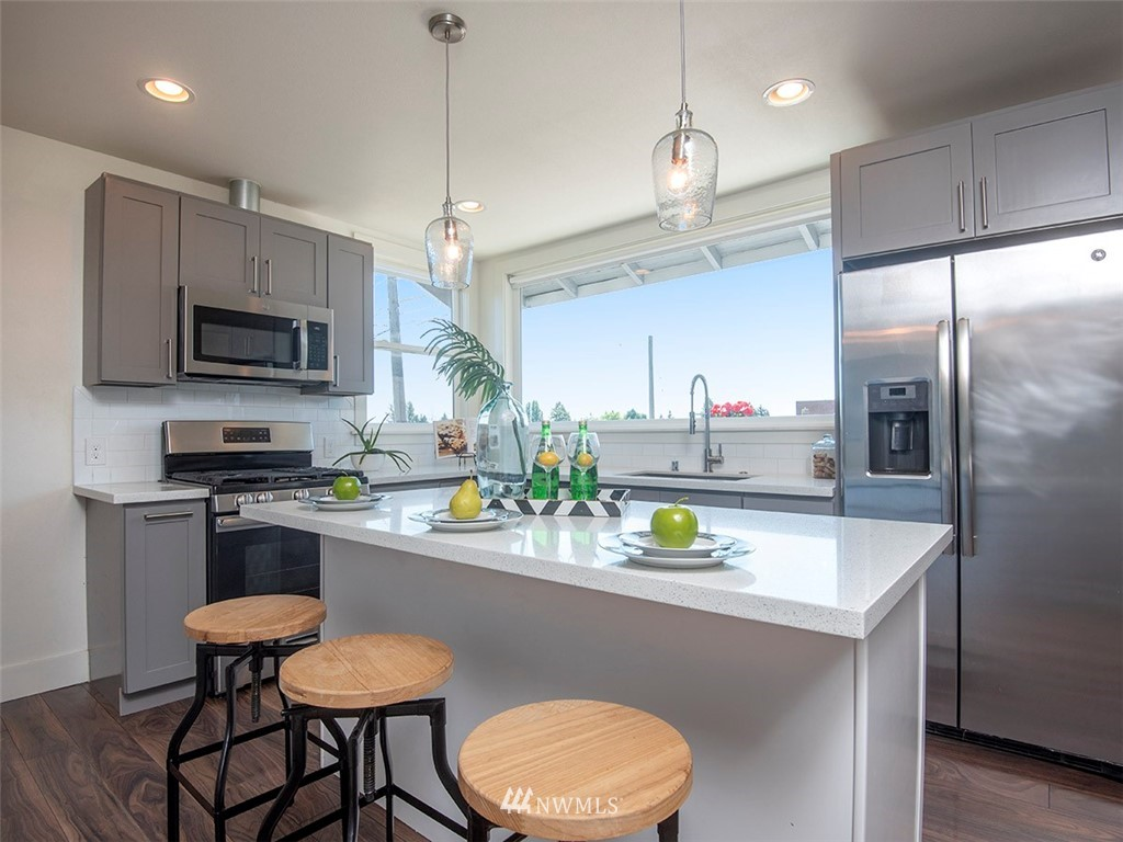 Sold Property   7554 34th Avenue SW Seattle, WA 98126 6