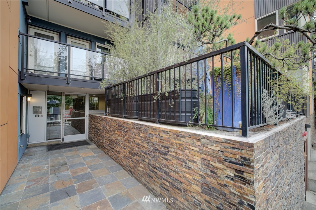 Sold Property | 120 NW 39th Street #105 Seattle, WA 98107 22