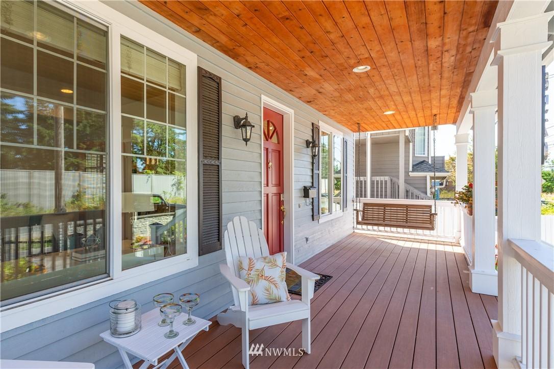 Sold Property | 8520 1st Avenue NE Seattle, WA 98115 3