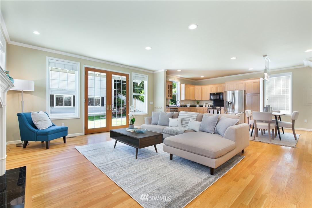 Sold Property | 8520 1st Avenue NE Seattle, WA 98115 7