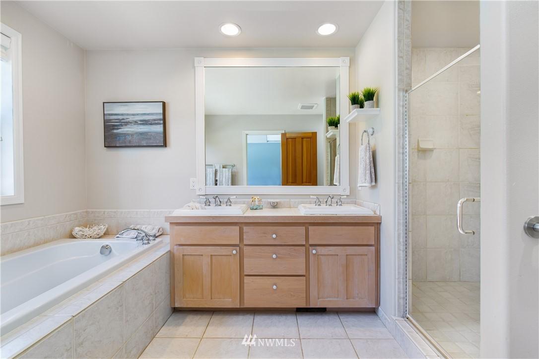 Sold Property | 8520 1st Avenue NE Seattle, WA 98115 16