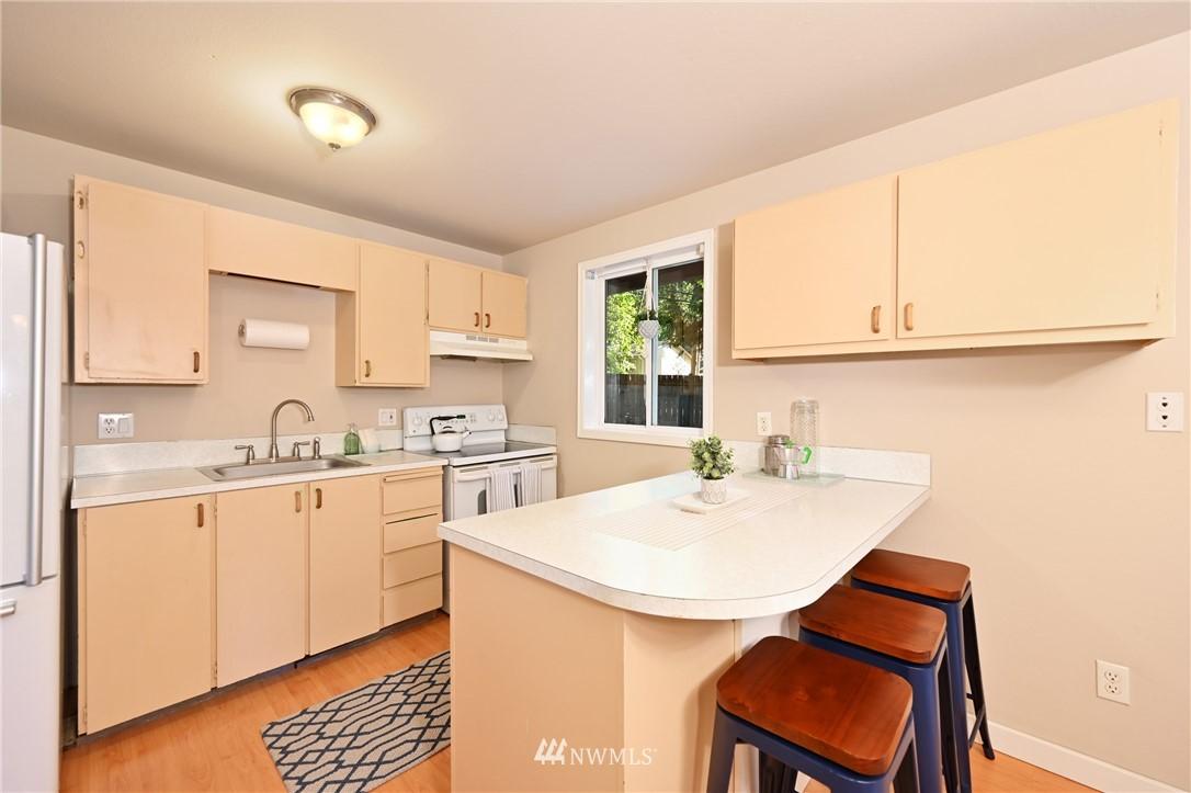Sold Property | 1012 211th Avenue NE Sammamish, WA 98074 3