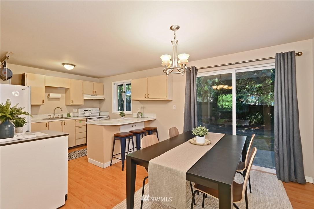 Sold Property | 1012 211th Avenue NE Sammamish, WA 98074 4