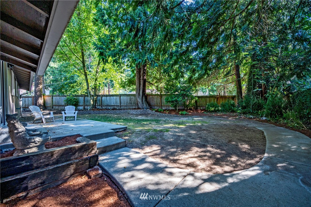 Sold Property | 1012 211th Avenue NE Sammamish, WA 98074 11