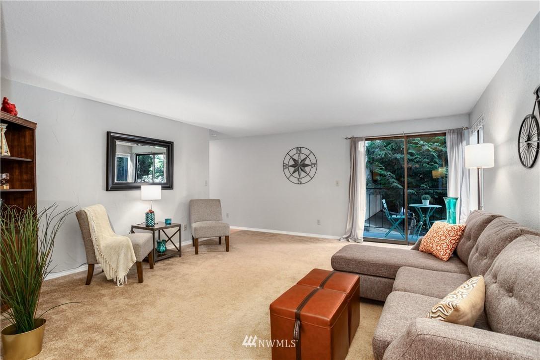 Sold Property | 10106 Greenwood Avenue N #102 Seattle, WA 98133 4