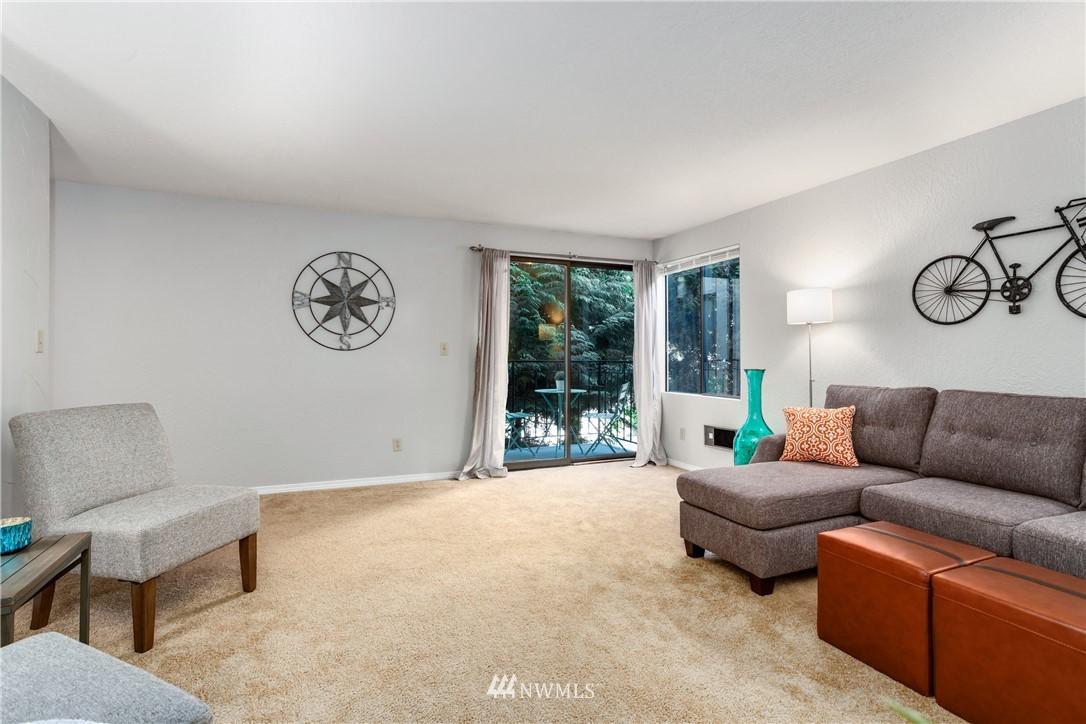 Sold Property | 10106 Greenwood Avenue N #102 Seattle, WA 98133 5