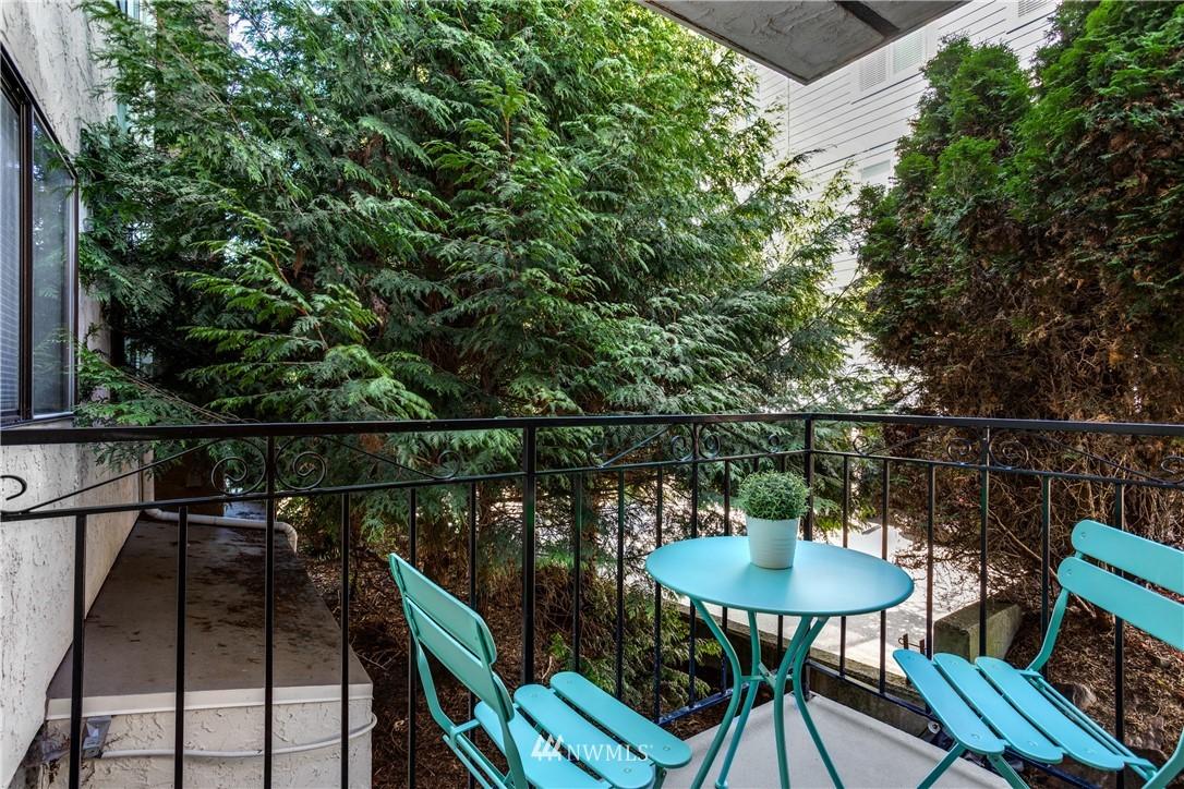 Sold Property | 10106 Greenwood Avenue N #102 Seattle, WA 98133 6