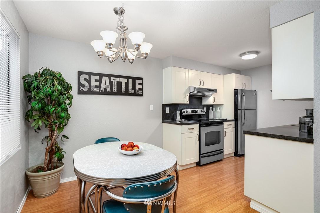Sold Property | 10106 Greenwood Avenue N #102 Seattle, WA 98133 8