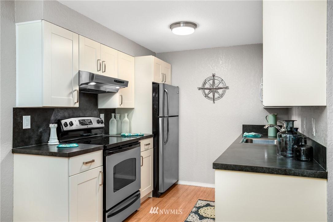 Sold Property | 10106 Greenwood Avenue N #102 Seattle, WA 98133 9