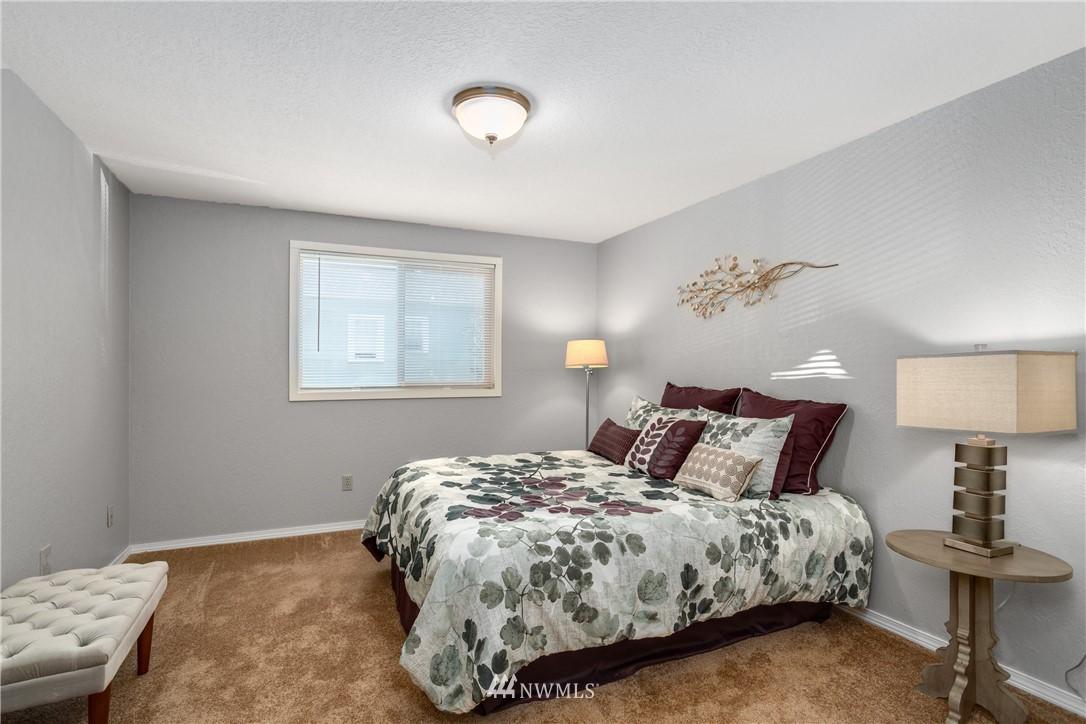 Sold Property | 10106 Greenwood Avenue N #102 Seattle, WA 98133 12