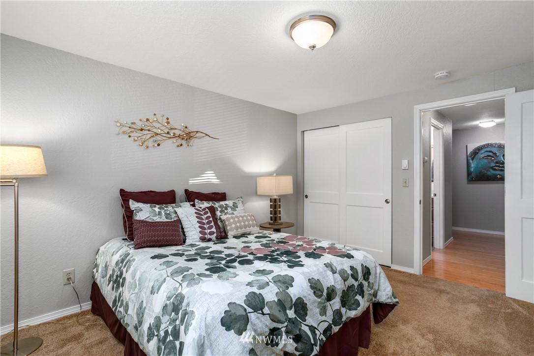 Sold Property | 10106 Greenwood Avenue N #102 Seattle, WA 98133 13