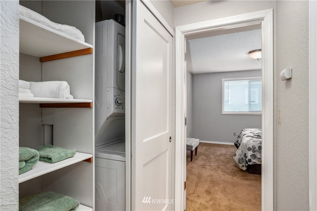 Sold Property | 10106 Greenwood Avenue N #102 Seattle, WA 98133 15