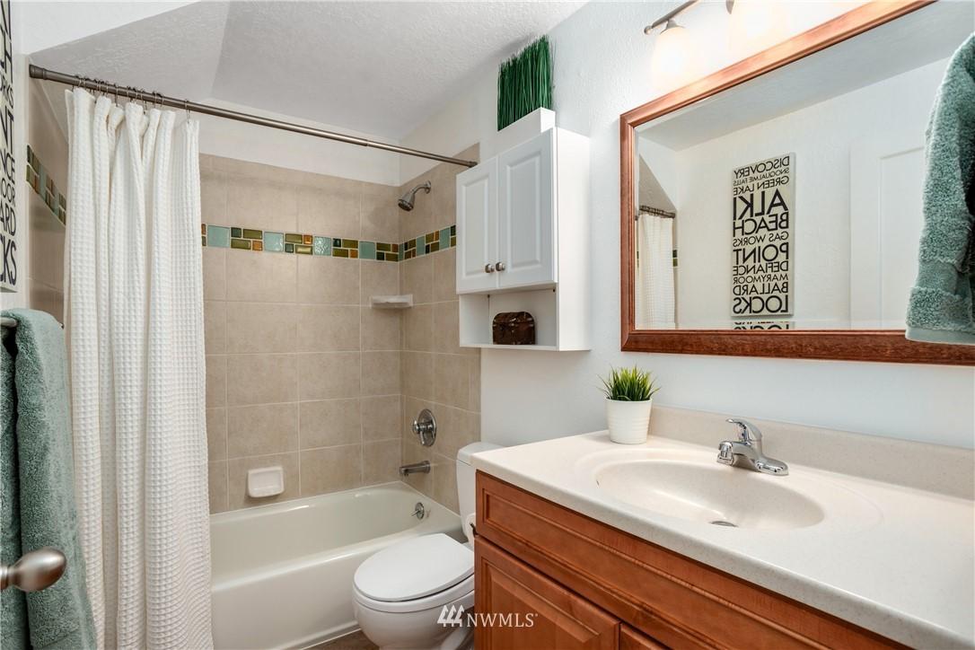 Sold Property | 10106 Greenwood Avenue N #102 Seattle, WA 98133 16