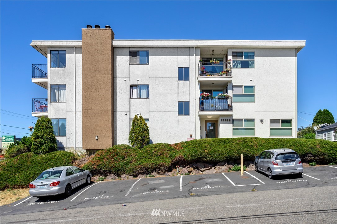 Sold Property | 10106 Greenwood Avenue N #102 Seattle, WA 98133 23