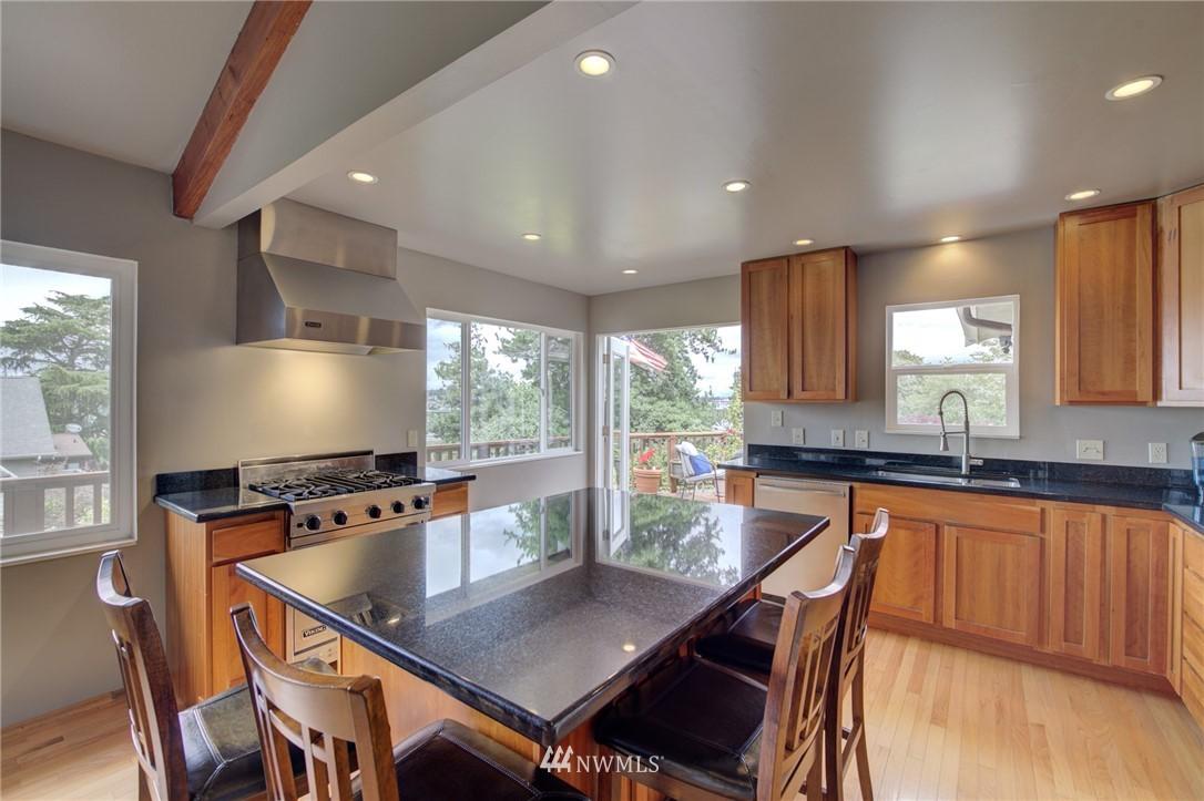 Sold Property   2626 2nd Avenue N Seattle, WA 98109 5
