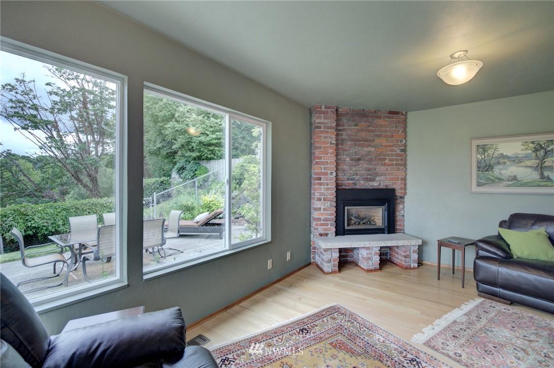 Sold Property   2626 2nd Avenue N Seattle, WA 98109 6