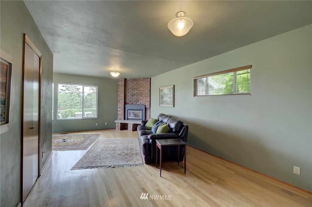 Sold Property   2626 2nd Avenue N Seattle, WA 98109 7