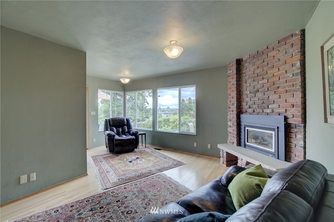 Sold Property   2626 2nd Avenue N Seattle, WA 98109 9