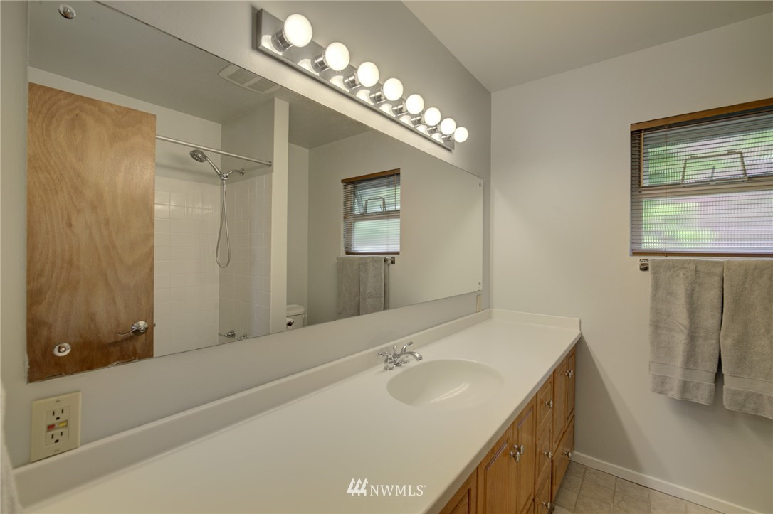 Sold Property   2626 2nd Avenue N Seattle, WA 98109 11