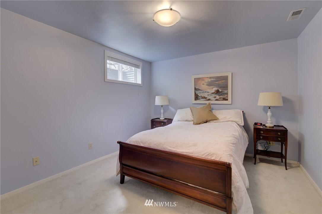 Sold Property   2626 2nd Avenue N Seattle, WA 98109 12