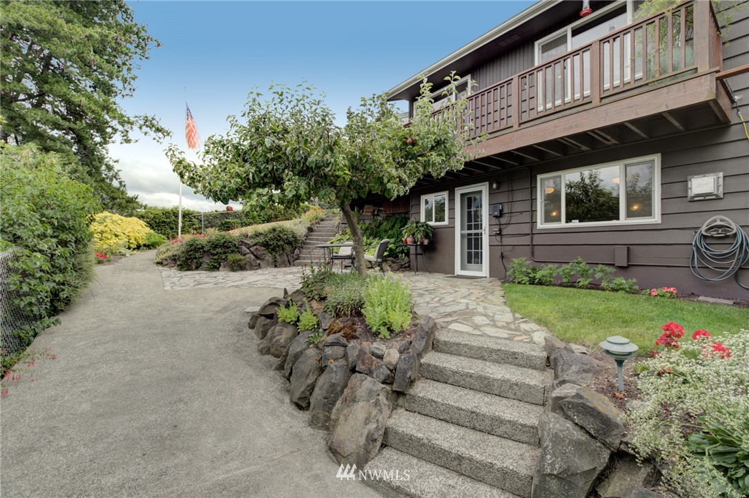 Sold Property   2626 2nd Avenue N Seattle, WA 98109 19