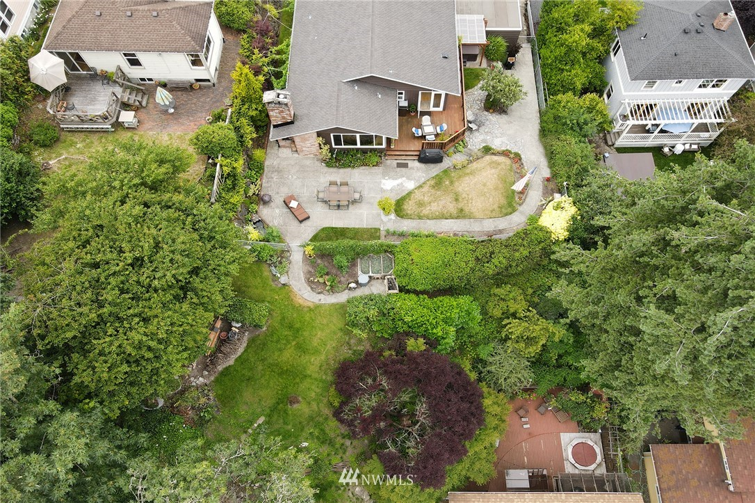 Sold Property   2626 2nd Avenue N Seattle, WA 98109 24