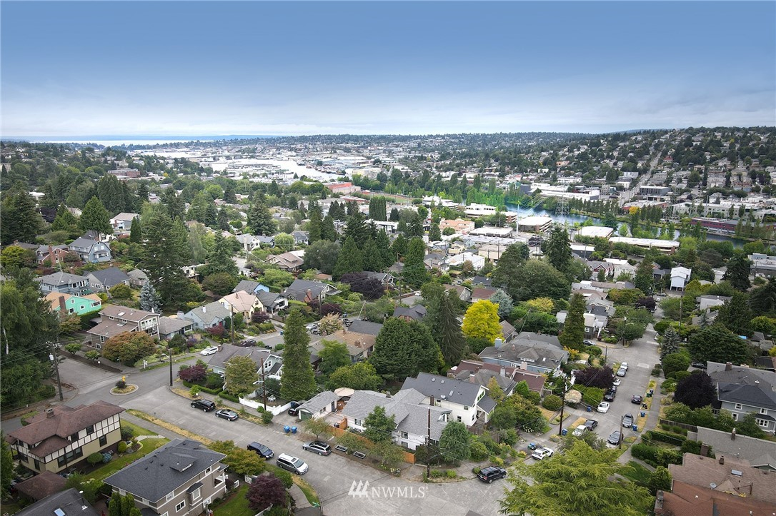 Sold Property   2626 2nd Avenue N Seattle, WA 98109 25