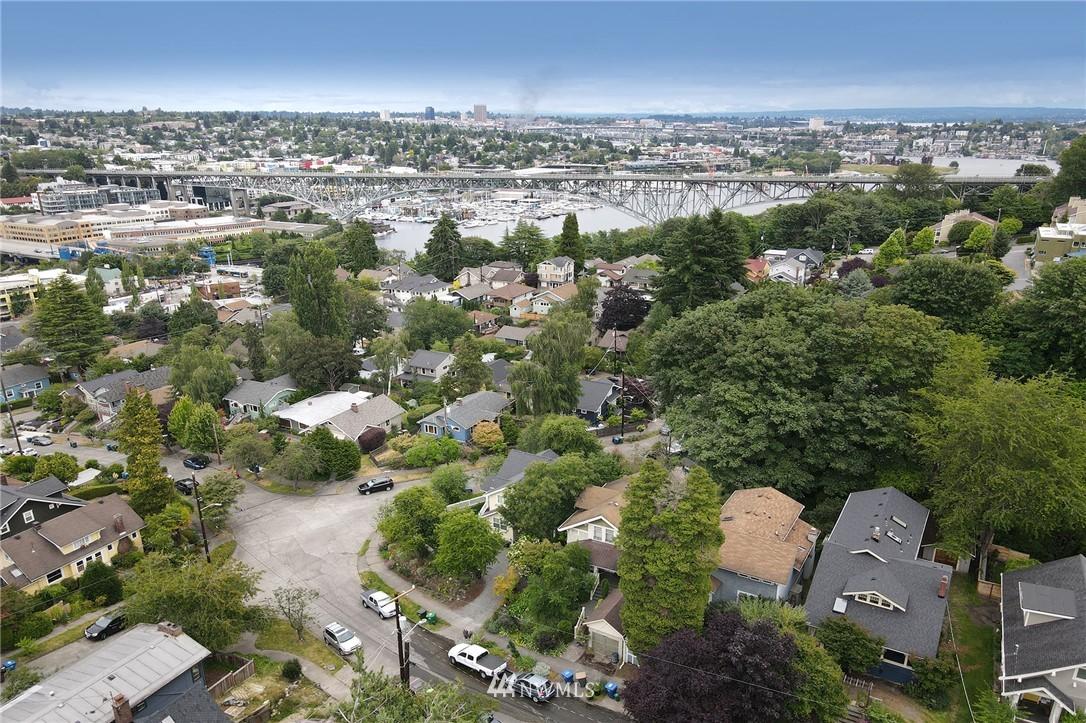 Sold Property   2626 2nd Avenue N Seattle, WA 98109 26
