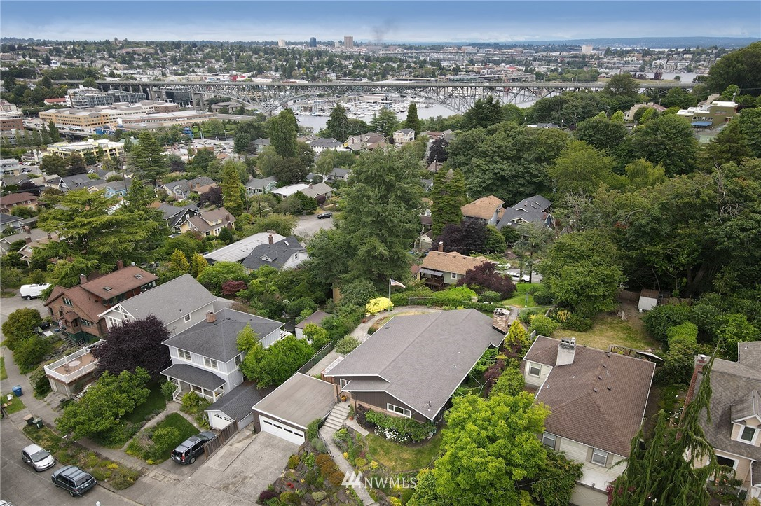 Sold Property   2626 2nd Avenue N Seattle, WA 98109 27