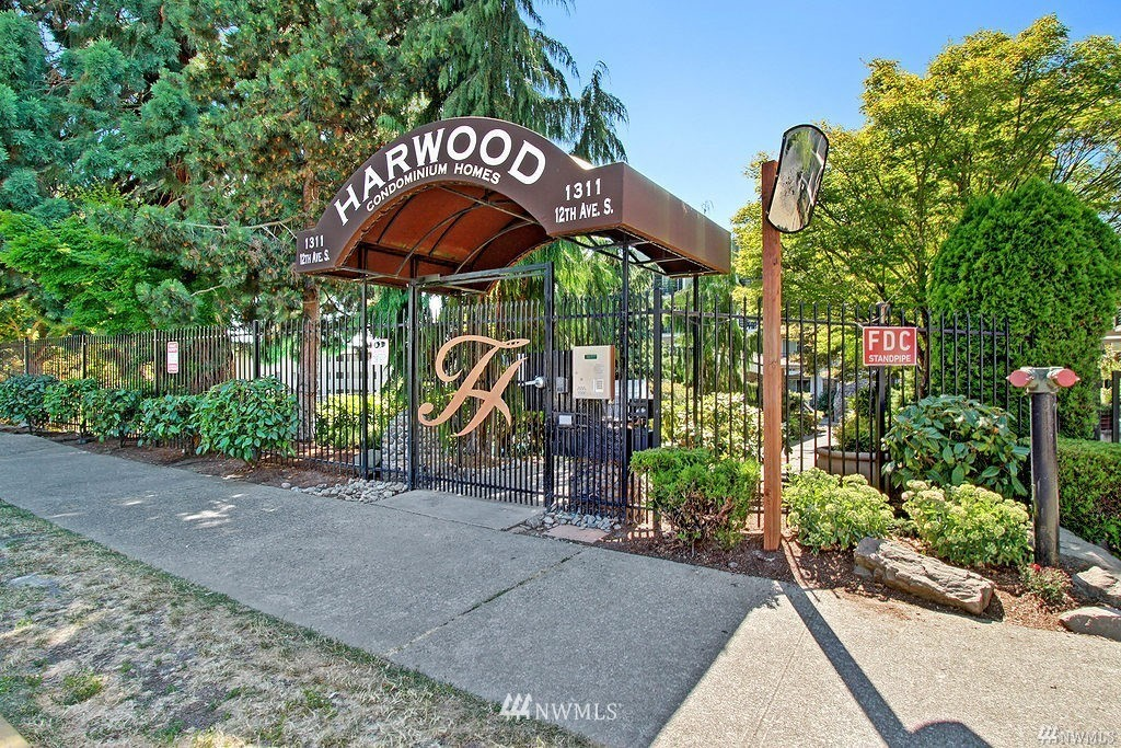 Sold Property | 1311 12th Avenue S #C105 Seattle, WA 98144 3