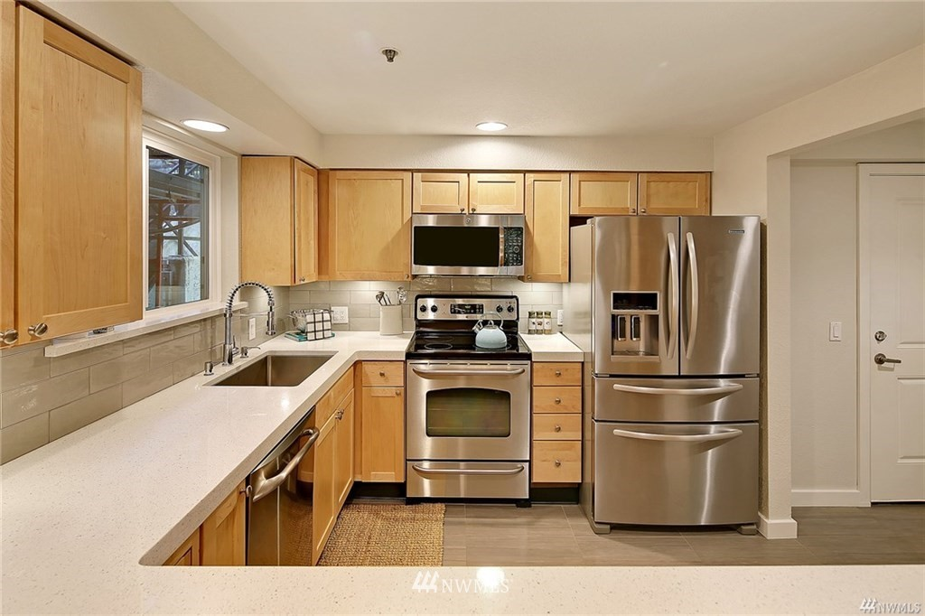 Sold Property | 1311 12th Avenue S #C105 Seattle, WA 98144 8