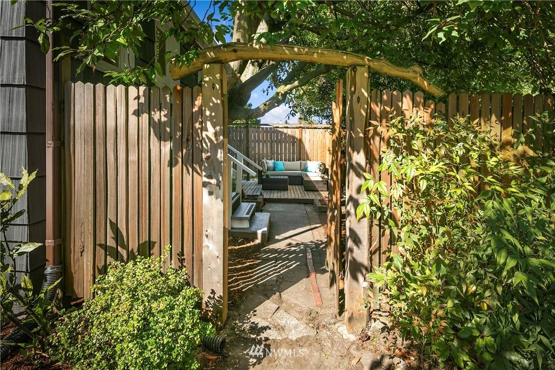 Sold Property | 7539 Brooklyn Avenue NE Seattle, WA 98115 26