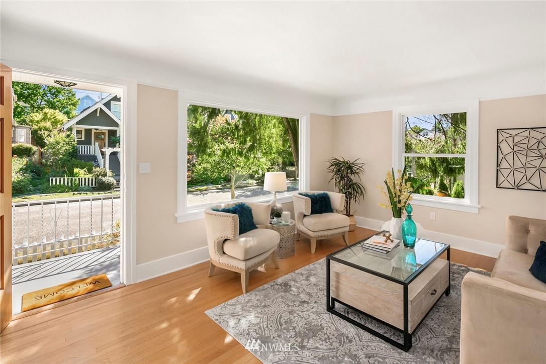 Sold Property | 7539 Brooklyn Avenue NE Seattle, WA 98115 3