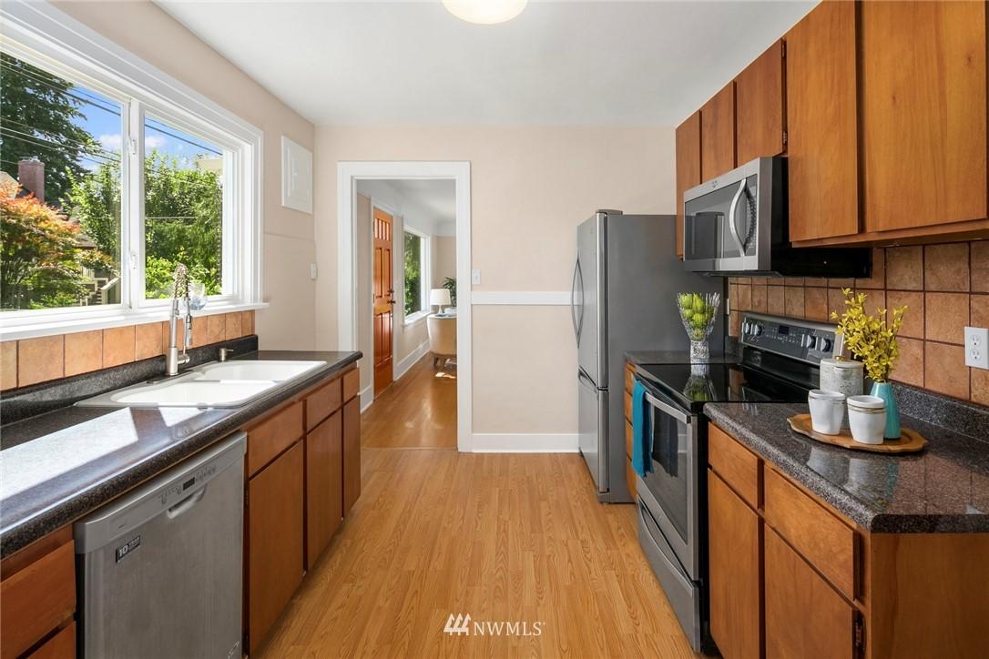 Sold Property | 7539 Brooklyn Avenue NE Seattle, WA 98115 5
