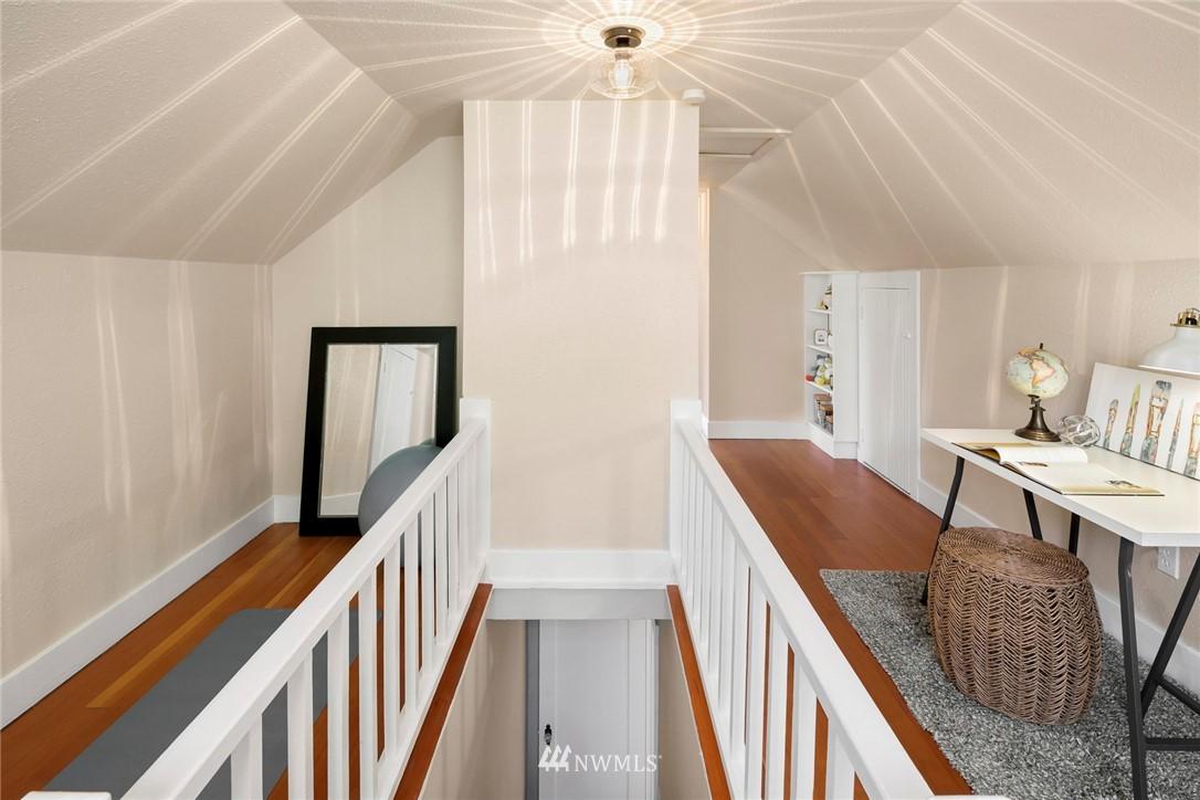 Sold Property | 7539 Brooklyn Avenue NE Seattle, WA 98115 14
