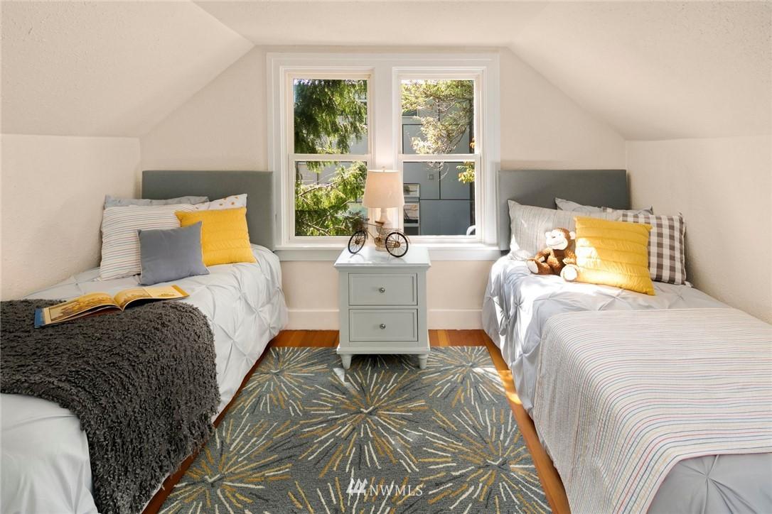 Sold Property | 7539 Brooklyn Avenue NE Seattle, WA 98115 16