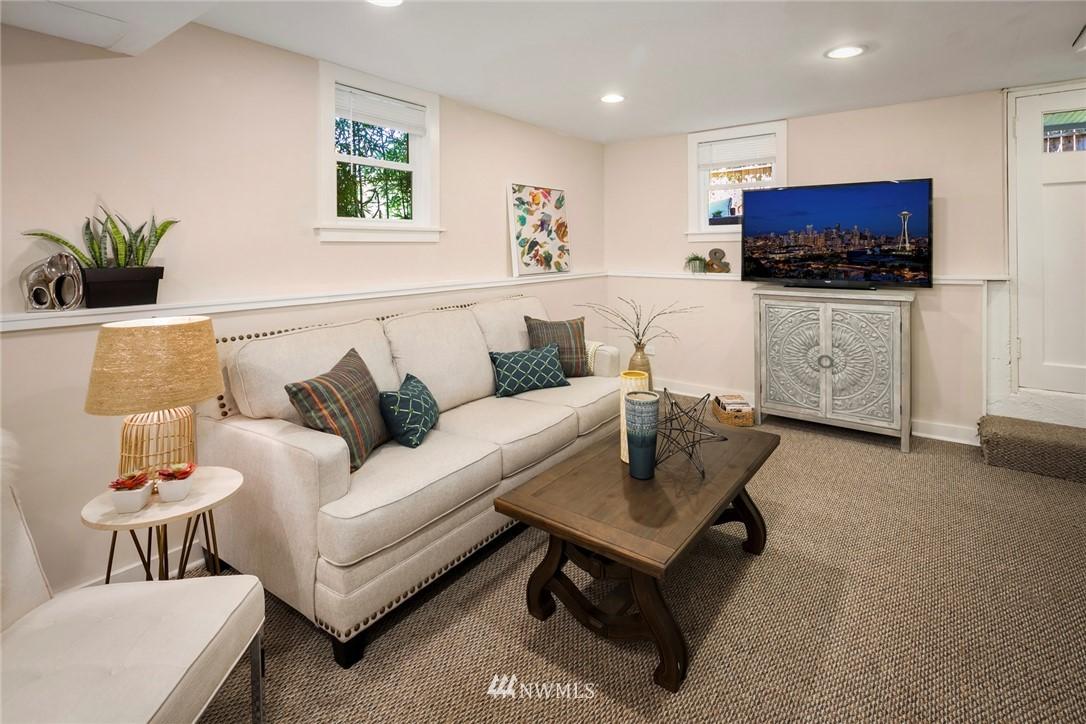 Sold Property | 7539 Brooklyn Avenue NE Seattle, WA 98115 20