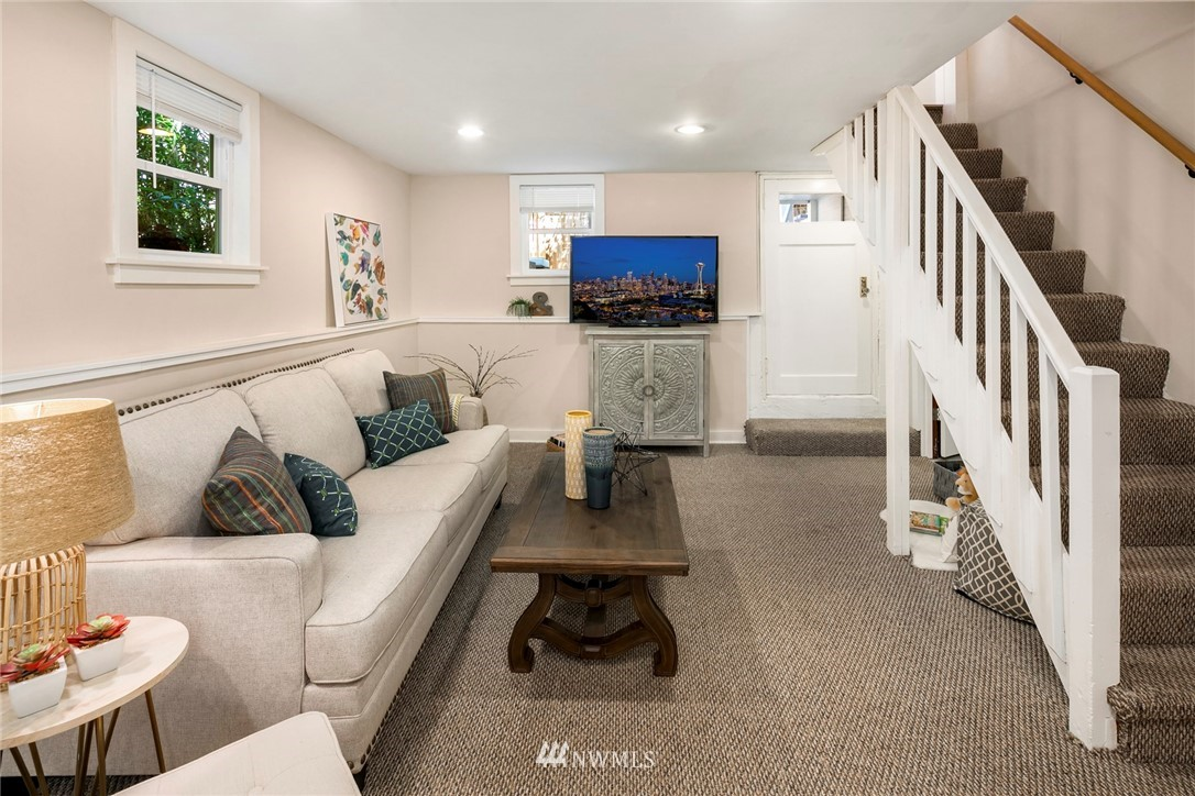 Sold Property | 7539 Brooklyn Avenue NE Seattle, WA 98115 19